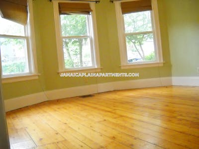 Jamaica Plain Sunny and spacious in great JP location!  Boston - $2,400