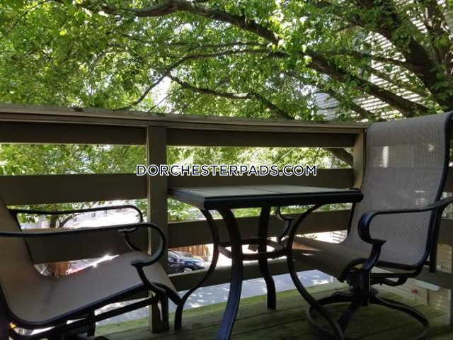 Beautiful Savin Hill 2 Bedroom with 1.5 Baths on Crescent in Boston - Dorchester - Savin Hill $2,595 - Boston - Dorchester - Savin Hill $2,595